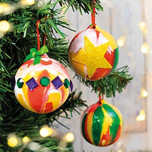 christmas-paint-pouring-balls